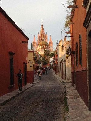 A San Miguel street with El Parroquia in the background